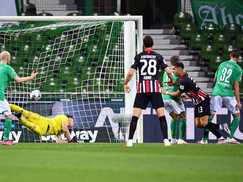 André Silva (2.v.r.) erzielte das 1:0 für Frankfurt. Foto: Stuart Franklin/Getty Images Europe/Pool/dpa
