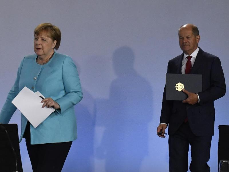 Kanzlerin Angela Merkel (CDU) und Finanzminister Olaf Scholz (SPD). Foto: John Macdougall/AFP/POOL/dpa