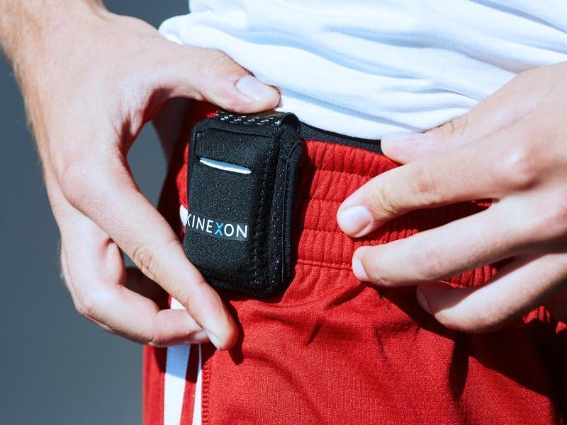 Die Spieler sollen im Hotel einen Tracing Chip tragen. Foto: -/KINEXON /dpa