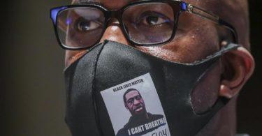 Philonise Floyd, ein Bruder von George Floyd, trifft in Capitol Hill ein, um für eine Anhörung auszusagen. Foto: Michael Reynolds/Pool EPA/AP/dpa