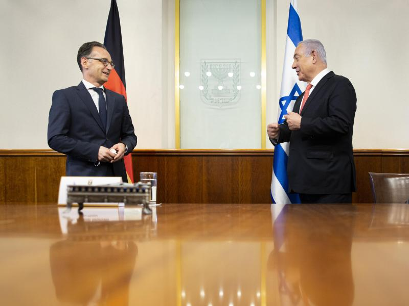 Außenminister Heiko Maas (l, SPD) und Israels Ministerpräsident Benjamin Netanjahu in Jerusalem. Foto: Florian Gaertner/Photothek.Net/dpa