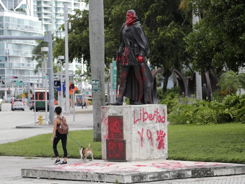 Statue von Juan Ponce de Leon in Miami: Der Tod von George Floyd in den USA hat weltweit Proteste gegen Rassismus und Polizeigewalt nach sich gezogen. Foto: Lynne Sladky/AP/dpa