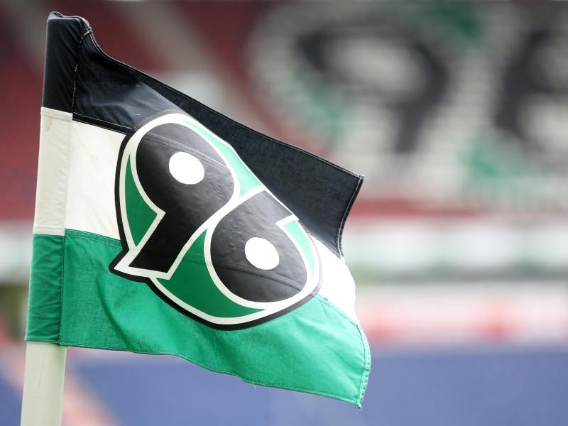 Fünf Profis von Hannover 96 hatten gegen die Corona-Auflagen verstoßen. Foto: Friedemann Vogel / Pool/epa/Pool/dpa