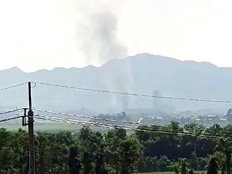 Blick aus der südkoreanischen Stadt Paju auf die nordkoreanischen Grenzstadt Kaesong aus der Rauch aufsteigt. Foto: Uncredited/Yonhap/AP/dpa
