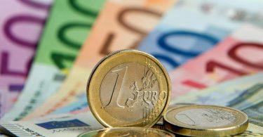 Im Vergleich zum Vorjahreszeitraum ist das Steueraufkommen in den ersten fünf Monaten um 6,3 Prozent gesunken. Foto: Daniel Reinhardt/dpa