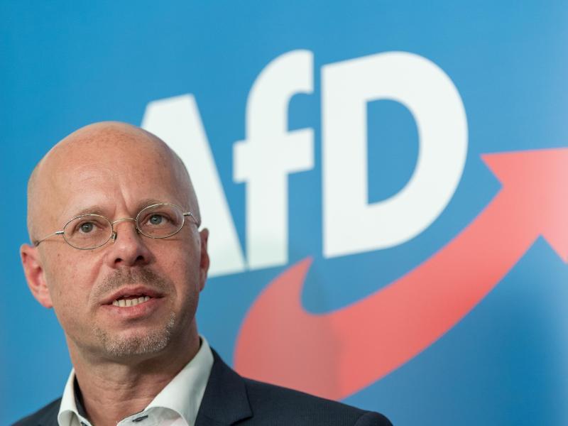 Andreas Kalbitz darf seine Rechte als Parteimitglied und als Mitglied im Bundesvorstand bis zur Entscheidung des AfD-Bundesschiedsgerichts wieder ausüben. Foto: Soeren Stache/dpa-Zentralbild/dpa