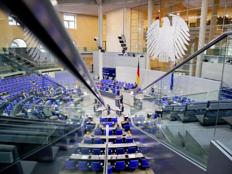 Der Deutsche Bundestag hat derzeit die Rekordgröße von 709 Abgeordneten. Foto: Christoph Soeder/dpa