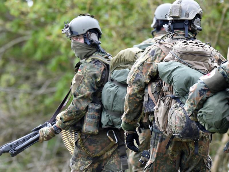 KSK-Soldaten bei einer Übung in Schleswig-Holstein. Foto: picture alliance / Carsten Rehder/dpa