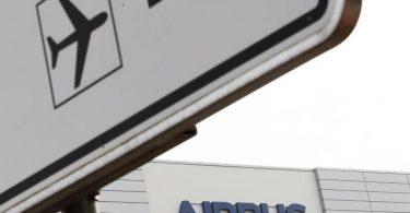 Airbus plant die Streichung von 15.000 Stellen weltweit. Foto: Mohssen Assanimoghaddam/dpa