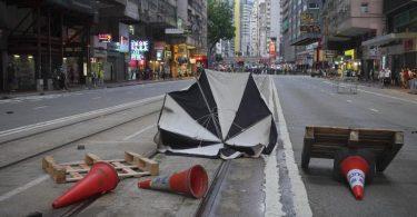 Am 23. Jahrestag der Rückgabe Hongkongs an China kam es zu weiteren Protesten gegen das neue Sicherheitsgesetz. Foto: Vincent Yu/AP/dpa