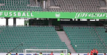 Sind Geisterspiele in der Fußball-Bundesliga bald Geschichte?. Foto: Kai Pfaffenbach/Reuters-Pool/dpa