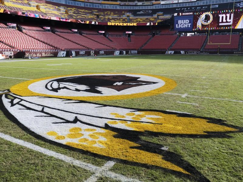 Das Logo der Washington Redskins. Foto: Mark Tenally/AP/dpa