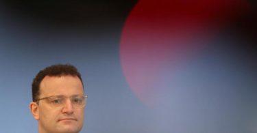 Jens Spahn hat die Bürger vor Nachlässigkeit im Umgang mit der Corona-Pandemie gewarnt und eindringlich aufgerufen, die Schutzmaßnahmen einzuhalten. Foto: Fabrizio Bensch/Reuters pool/dpa