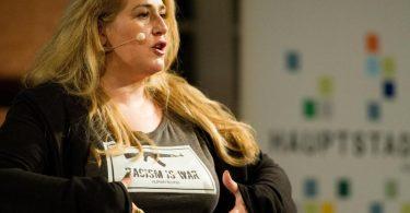 Die Kabarettistin Idil Baydar bekam auch eine Drohmail in der ihr der Tod gewünscht wurde. Foto: picture alliance / dpa