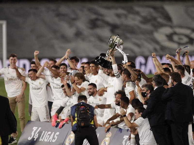 Perfekt:Real Madrid ist zum 34. Mal spanischer Fußball-Meister. Foto: Bernat Armangue/AP/dpa
