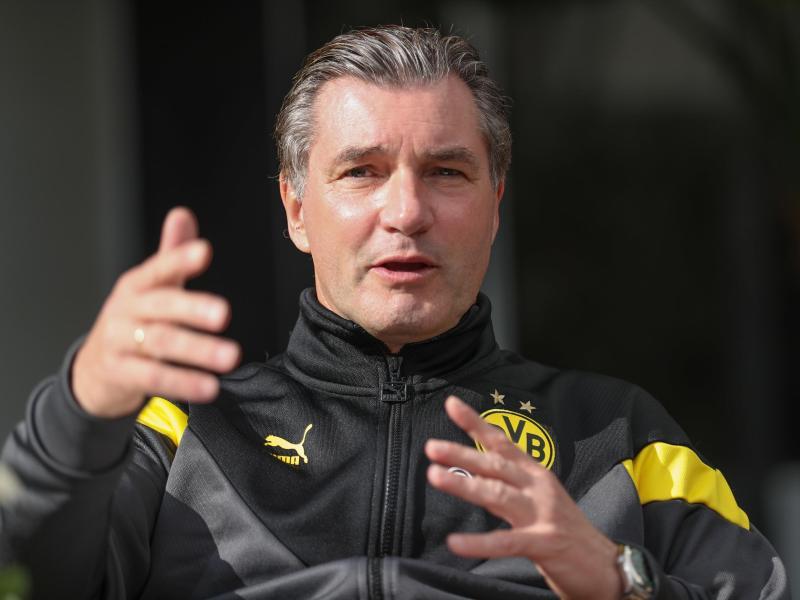 Borussia Dortmunds Sportdirektor Michael Zorc reagiert auf Vorwürfe aus Paris. Foto: Friso Gentsch/dpa