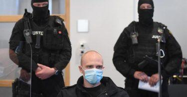 Der Angeklagte Stephan B. beim Prozessbeginn im Landgericht. Foto: Hendrik Schmidt/dpa-Zentralbild/Pool/dpa