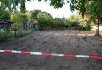 Zwei Tage lang haben Polizisten die Kleingarten-Parzelle bei Hannover durchsucht. Ob etwas gefunden wurde, ist nicht bekannt. Foto: Peter Steffen/dpa