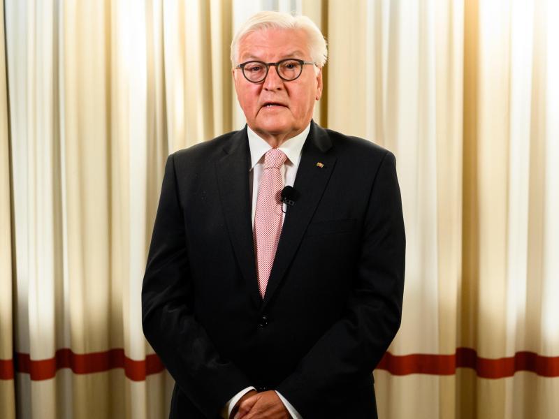 Bundespräsident Frank-Walter Steinmeier warnt in einer Videobotschaft vor Verwantwortungslosigkeit in der Corona-Pandemie. Foto: Sebastian Widmann/Bundespresseamt/dpa