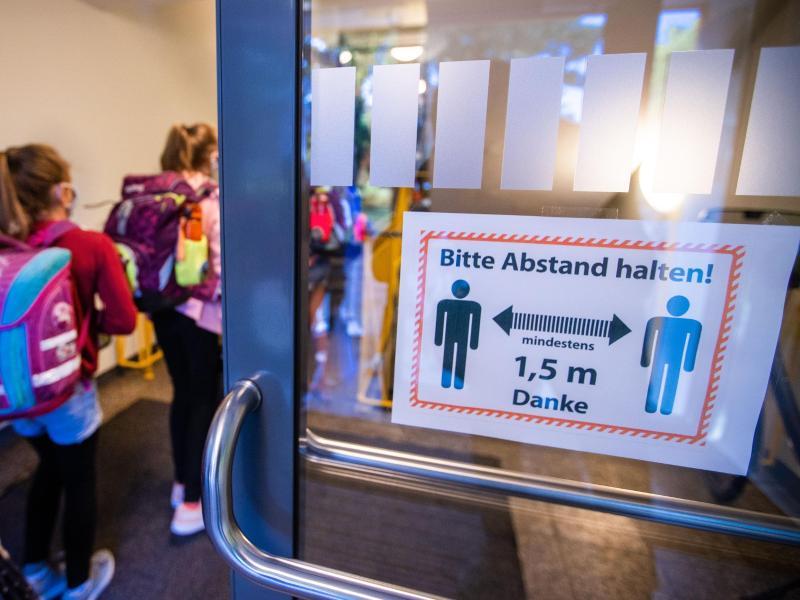 Der Unterricht in Mecklenburg-Vorpommern hat nach den Sommerferien gerade erst wieder begonnen (Symbol). Foto: Jens Büttner/dpa-Zentralbild/dpa
