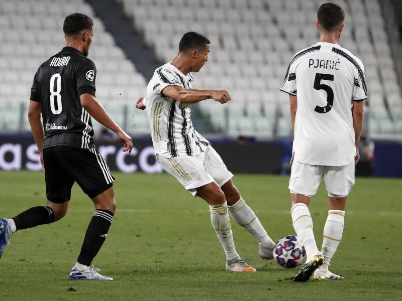 Cristiano Ronaldo (M) erzielt das Tor zum 2:1 für Real Madrid gegen Olympique Lyon. Foto: Antonio Calanni/AP/dpa