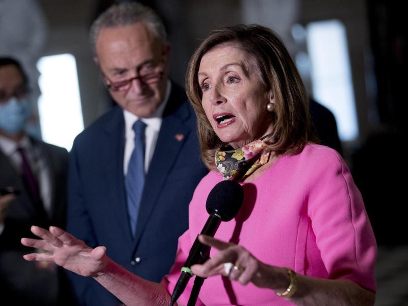 US-Demokratin Nancy Pelosi spricht über die Verhandlungen des Konjunkturpakets. Foto: Andrew Harnik/AP/dpa