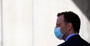 Gesundheitsminister Jens Spahn mit Mundschutz. Foto: Christian Charisius/dpa