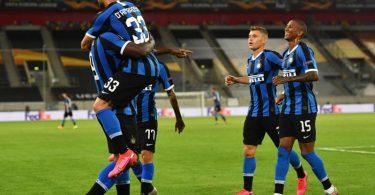 Romelu Lukaku (l) von Inter Mailand und seine Mannschaftskollegen haben Grund zur Freude. Foto: Marius Becker/dpa