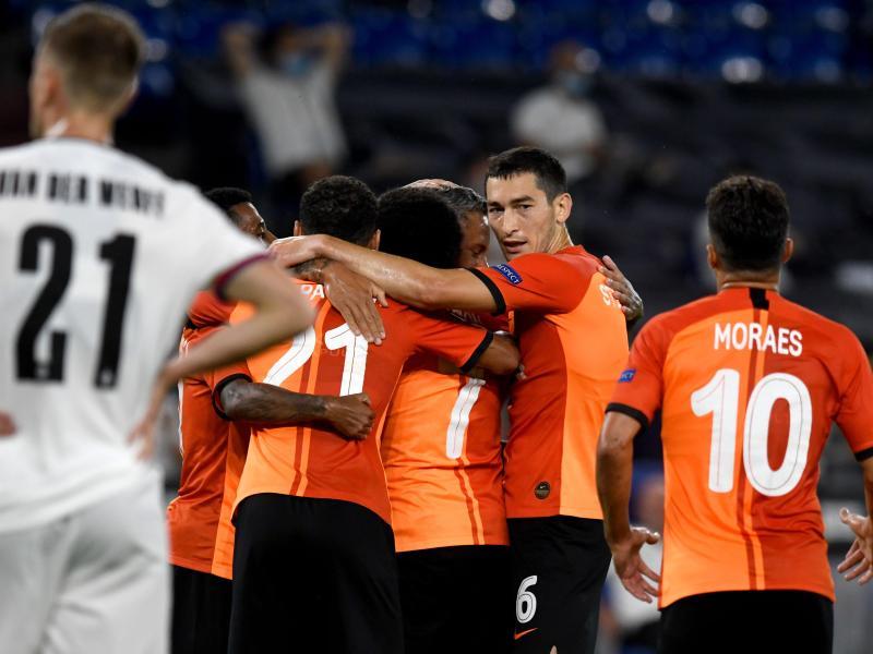 Schachtjor Donezk machte auf Schalke gegen den FC Basel den Halbfinal-Einzug perfekt. Foto: Bernd Thissen/dpa