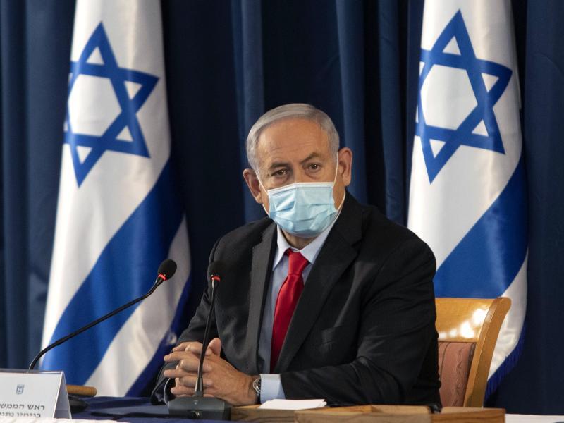 Israels Ministerpräsident Benjamin Netanjahu spricht von einem «historischen Tag». Foto: Sebastian Scheiner/AP Pool/dpa