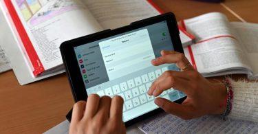 Bund und Länder wollen die Digitalisierung der Schulen schnellstmöglich vorantreiben. Foto: Uli Deck/dpa