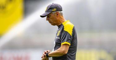 BVB-Trainer Lucien Favre hat einen «unprofessionellen» und «übertriebenen» Umgang der deutschenMedien mit ihm beklagt. Foto: David Inderlied/dpa