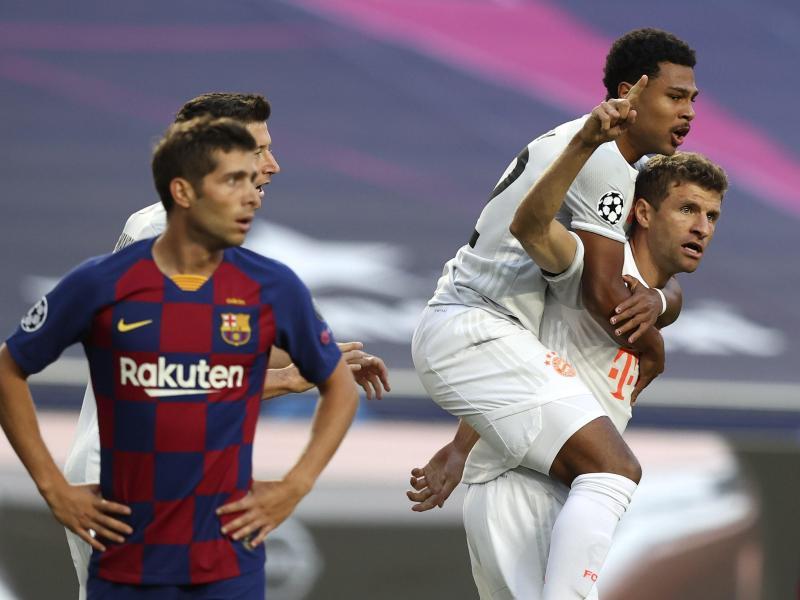 Thomas Müller (r) traf früh zum 1:0 für die Bayern. Foto: Rafael Marchante/Reuters Pool/dpa