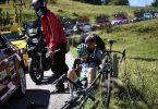 Buchmann (M) vom Team von Bora-hansgrohe ist nach einem Sturz auf der vierten Etappe aus der Dauphiné-Rundfahrt ausgestiegen. Foto: Anne-Christine Poujoulat/AFP/dpa