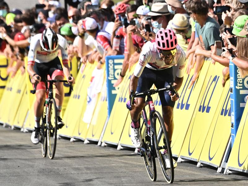 Martinez hat das von zahlreichen Stürzen überschattete 72. Critérium du Dauphiné gewonnen. Foto: Anne-Christine Poujoulat/AFP/dpa