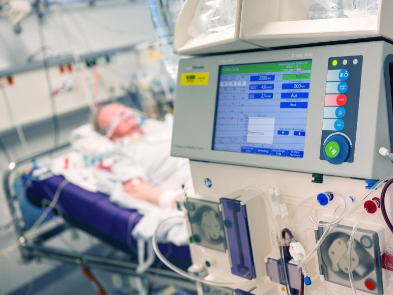 Eine Covid-19-Erkrankung kann auch zu Nierenversagen führen. Daher regten Forscher an, bei der Behandlung von Corona-Patienten frühzeitig auf Organbeteiligungen zu achten. Foto: Peter Kneffel/dpa