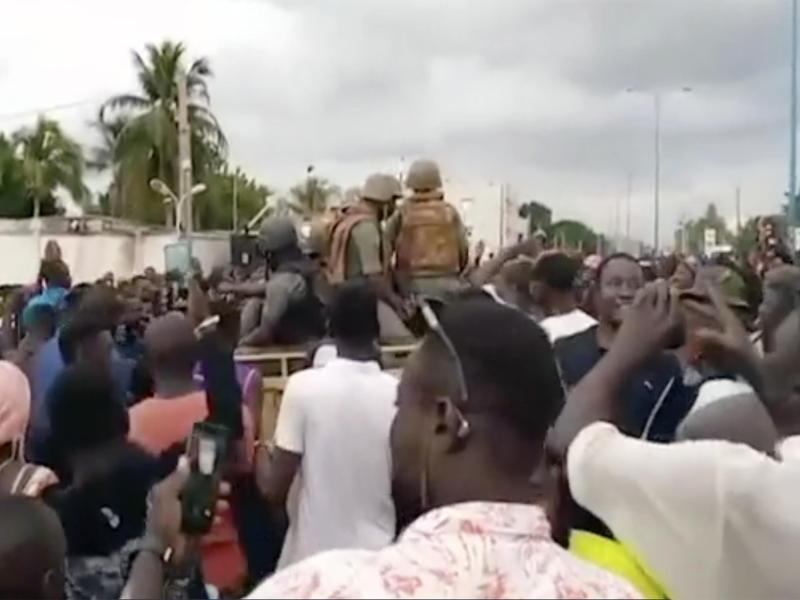 Am Dienstag hatten Soldaten bei einer Meuterei in Mali den Staatschef Keïta und weitere Mitglieder seiner Regierung festgenommen. Foto: Ap/AP/dpa