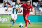 Arjen Robben (l) kam im Testspiel gegen Almere City rund eine halbe Stunde zum Einsatz. Foto: Cor Lasker/ANP/dpa