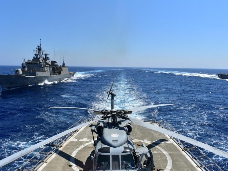 Griechische Kriegsschiffe nehmen an einer Militärübung im östlichen Mittelmeer teil. Foto: Uncredited/Greek Defense Ministry/AP/dpa