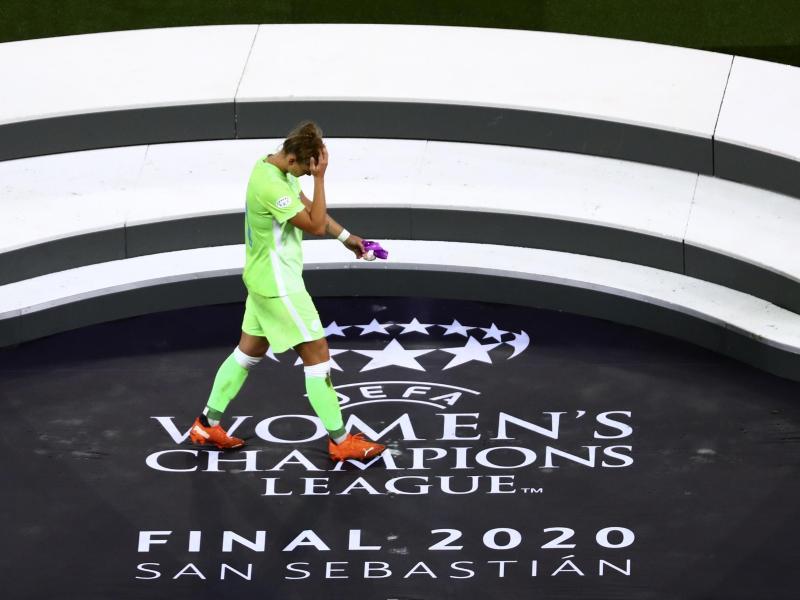 Wolfsburgs Kapitänin Alexandra Popp zeigt sich nach dem Spiel enttäuscht. Foto: Sergo Perez/Pool Reuters/AP/dpa