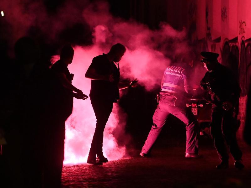 Nach drei Randalenächten in Folge war es am Sonntagabend in der Stadt Leipzig ruhig geblieben, wie eine Polizeisprecherin sagte. Foto: Hendrik Schmidt/dpa-Zentralbild/dpa