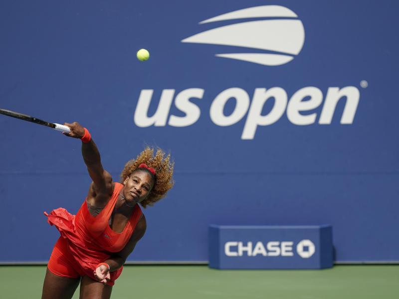 Musste für den Einzug ins Halbfinale schwer rackern: Serena Williams in Aktion. Foto: Seth Wenig/AP/dpa