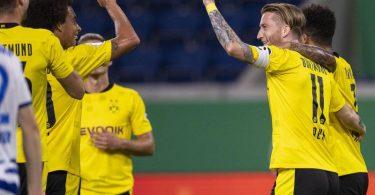BVB-Torschütze Marco Reus (2. v.r.) setzte sich bei seinem Pflichtspiel-Comeback problemlos mit Dortmund in Duisburg durch. Foto: Marius Becker/dpa