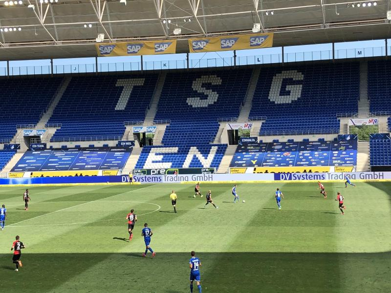 Beim Bundesliga-Start werden wieder eine begrenzte Anzahl von Zuschauer in die Stadien können. Foto: Patrick Reichardt/dpa-Pool/dpa