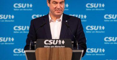 Zur Eindämmung der Corona-Zahlen kündigt Bayerns Ministerpräsident Markus Söder eine Maskenpflicht auf öffentlichen Plätzen an. Foto: Sven Hoppe/dpa