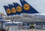 Stillgelegte Passagiermaschinen der Lufthansa stehen auf dem Rollfeld des Frankfurter Flughafens. Foto: Boris Roessler/dpa