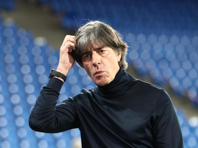 Bundestrainer Joachim Löw und sein Team müssen keine Quarantäne nach dem Spiel in der Ukraine fürchten. Foto: Christian Charisius/dpa
