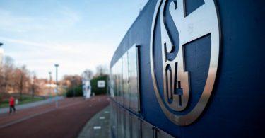 Der Schalke 04 steckt in einer tiefen Krise. Foto: Fabian Strauch/dpa