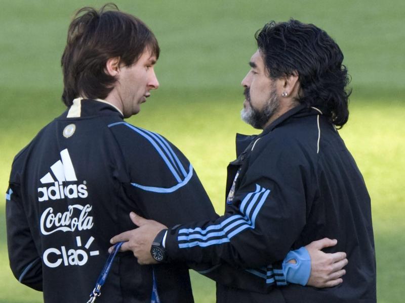Als argentinischer Nationalcoach arbeitete Maradona auch mit Lionel Messi (l). Foto: Johann Hattingh/EPA/dpa