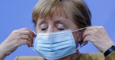 """Kanzlerin Angela Merkel appelliert an die Bevölkerung : """"Es kommt weiter auf jeden und jede einzelne an."""". Foto: Odd Andersen/AFP/POOL/dpa"""